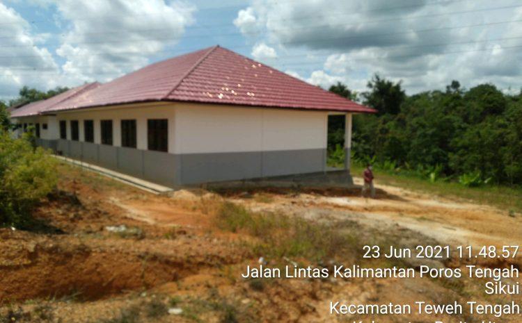 Pembangunan RKB SMA Negeri 1 Teweh Baru Tahun 2020, 2021 Beberapa Bagian Lantai Retak, Pemasangan Keramik Tidak Rapi. Ada Apa?
