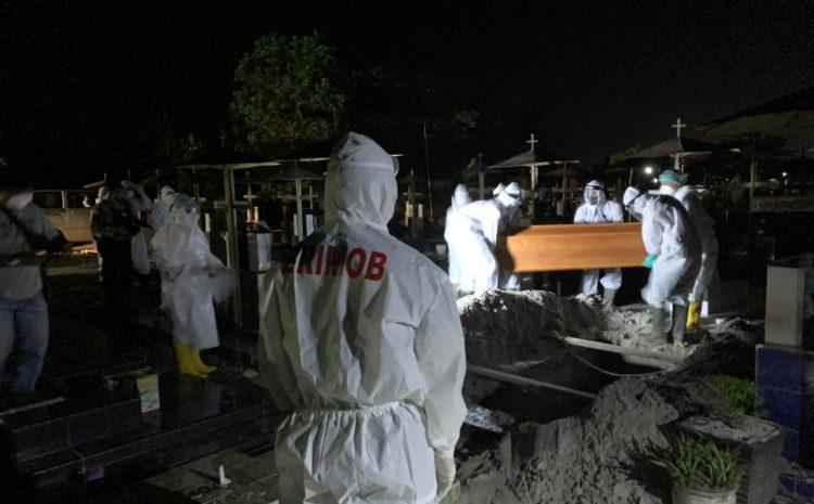 Back Up Rumah Sakit Doris Sylvanus, Brimob Kalteng Laksanakan Pemulasaran Jenazah Covid-19 Di Kota Palangka Raya