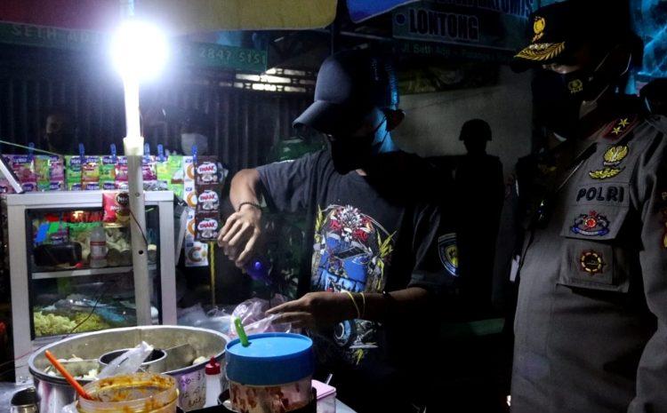 Bantu Pedagang Kecil, Kapolda Kalteng Bagikan Bansos Dan Borong Gerobak Pentol